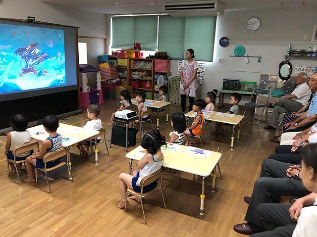年少組でのKitSは園長先生はじめ、理事の方々が参観にきました(*'ω'*)アートポンの「海」をテーマにウツボやヒトデの塗り絵をし、一人ひとり、みんなに見てほしいところをかっこよく発表しました(^ω^)