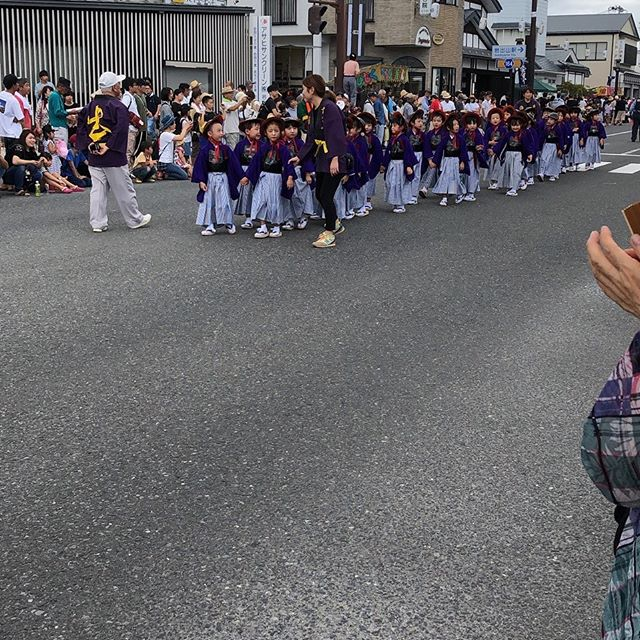 政宗公祭りすみれ組さんは、袴と着物を着て最後まで格好良くあるいたよ(^○^)さすが〜年長さんでした