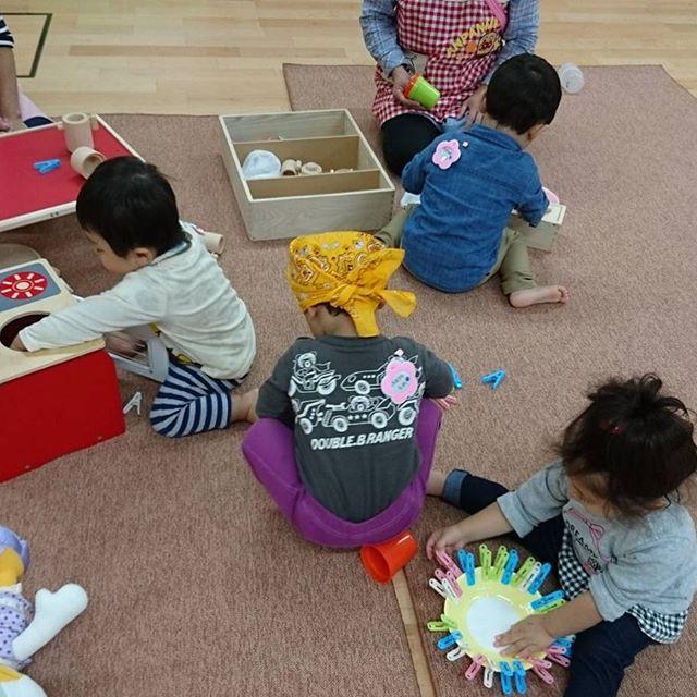 1歳児もも組さんはままごと遊びに夢中です🥰