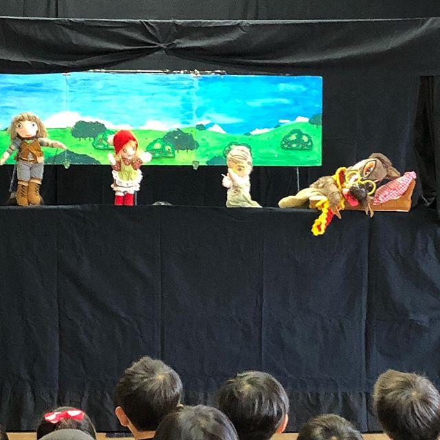 人形劇団「青虫くん」による観劇会️三びきのこぶた、赤ずきんちゃん、グリーンマントのピーマンマン、踊るポンポコリンと盛りだくさんの内容で、とても楽しい時間を過ごしました(*^_^*)